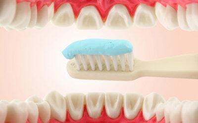¿Como se limpian los implantes dentales?