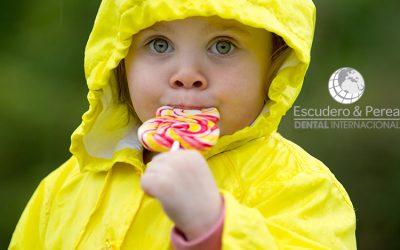 Preguntas y respuestas de Odontopediatría  ¿Porqué mi hijo tiene caries? ¿Que influye?